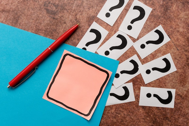 Myślenie nowymi, błyskotliwymi pomysłami, odnawianie inspiracji kreatywnością, świeże możliwości, środowisko pracy