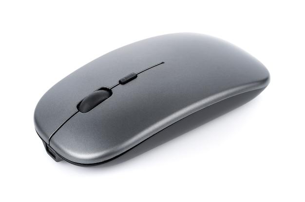 Mysz bezprzewodowa na białym tle na białej powierzchni
