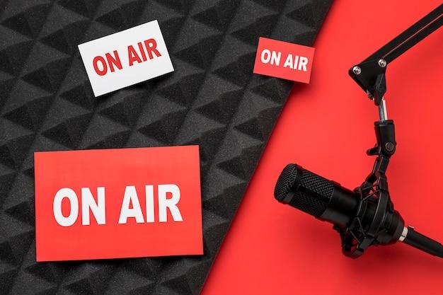 Na antenie banery i mikrofon