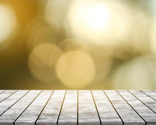 Na białym drewnianym stole z bokeh tłem
