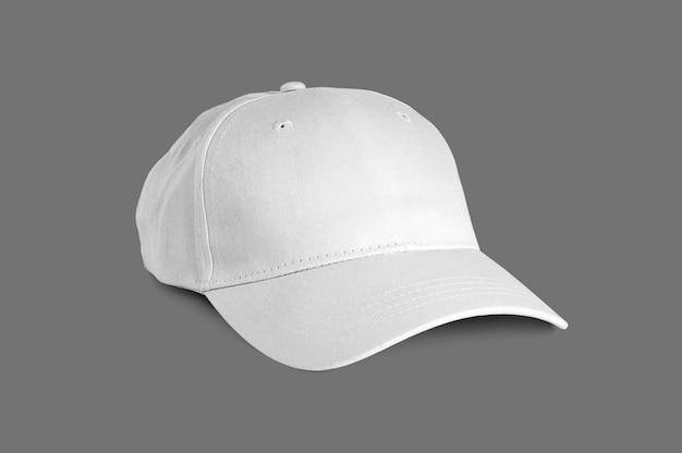 Na białym tle biała czapka