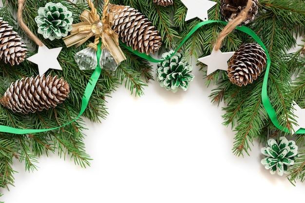 Na białym tle odizolowane christmas dekoracje.