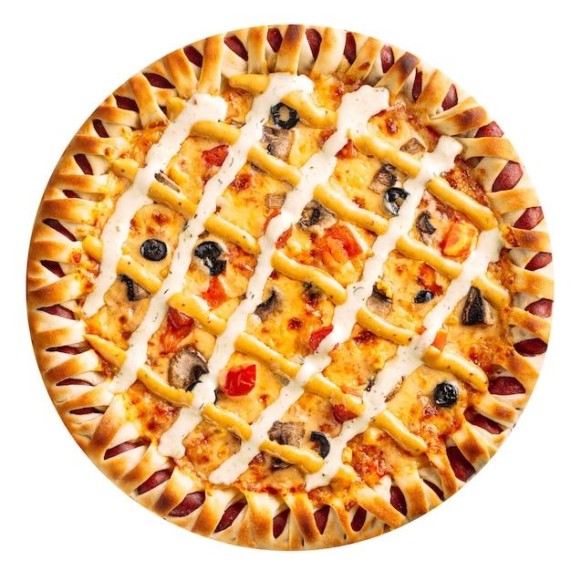 Na białym tle pizza grzybowa z sosem serowym