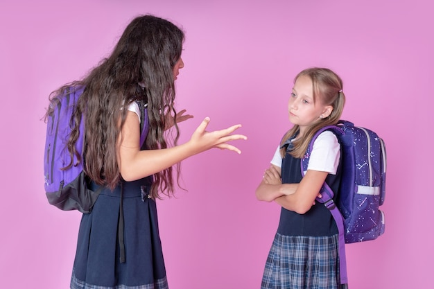 Na korytarzu kłócą się uczennice