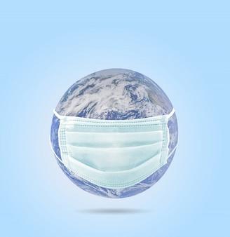 Na planecie ziemia maska medyczna chroniąca przed epidemią koronawirusa. koncepcja globalnej epidemii wirusów, koncepcja kwarantanny wirusa corona, covid-19. elementy tego obrazu dostarczone przez naza