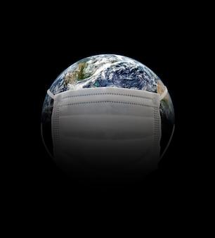 Na planecie ziemia maska medyczna chroniąca przed epidemią koronawirusa