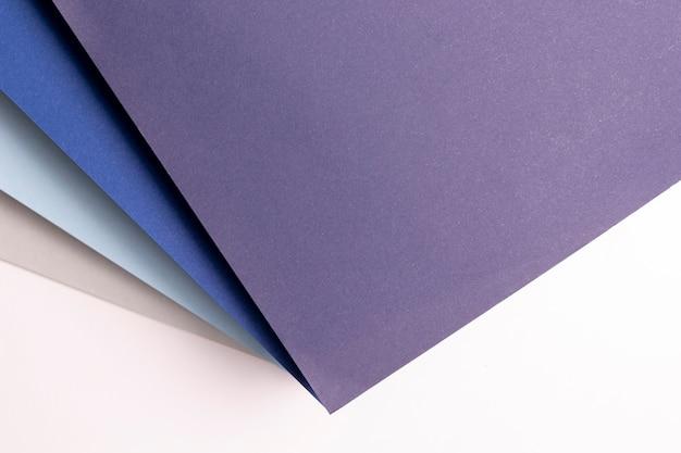 Na płasko leżały różne odcienie niebieskiego wzoru