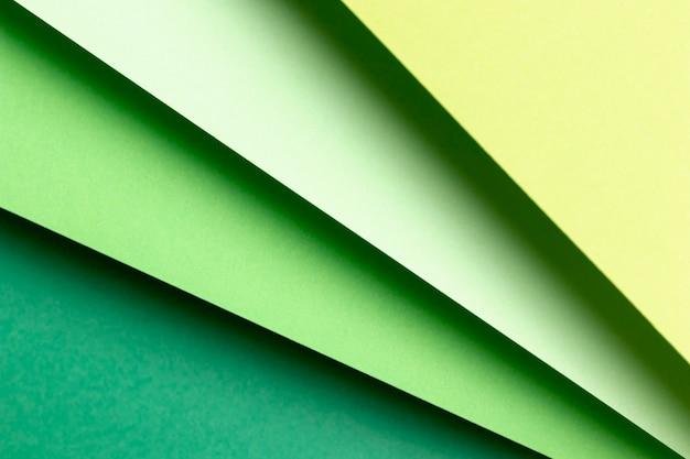 Na płasko leżały różne odcienie zielonych wzorów
