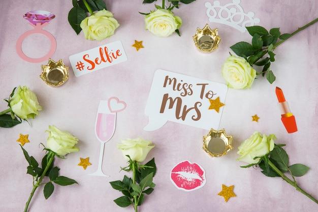 Na różowym tle róże, korony, klipsy, pocałunek, - planowanie wieczoru panieńskiego, ślubu, urodzin