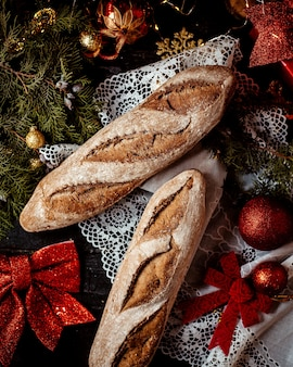 Na stole trochę chleba