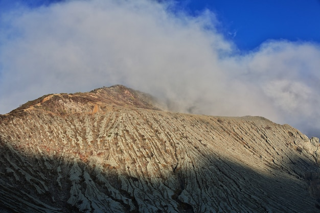 Na szczycie wulkanu ijen w indonezji