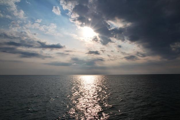 Nabrzeże morza adriatyckiego w durres, albania