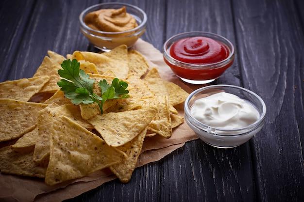 Nachos meksykańskie chipsy kukurydziane z sosem