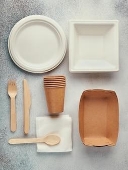 Naczynia jednorazowe biodegradowalne. talerze papierowe, kubki, pudełka.