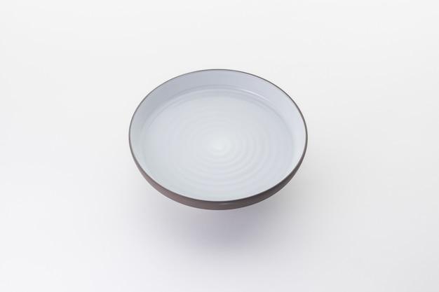 Naczynia kuchenne i restauracyjne na białym tle