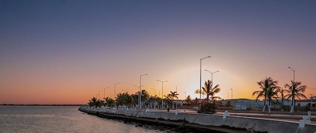 Nad brzegiem morza w campeche, meksyk. zdjęcie wysokiej jakości