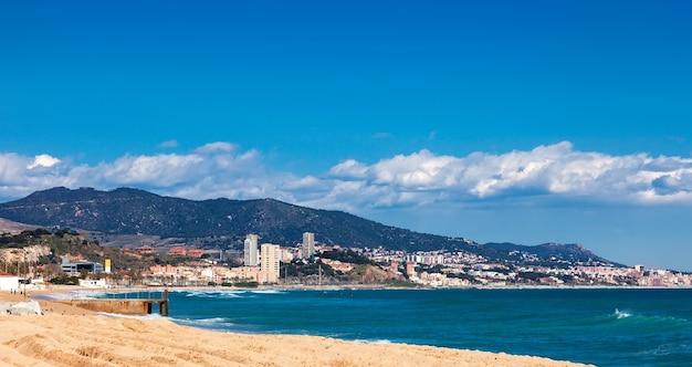 Nad morzem w badalona. barcelona