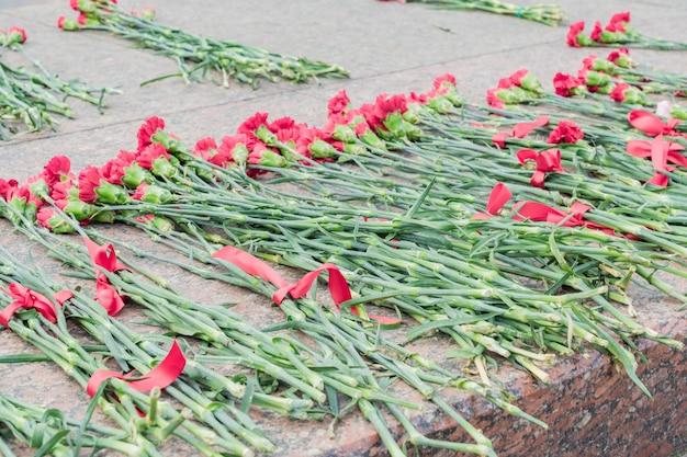 Nad pomnikiem ku czci dnia zwycięstwa wielkiej wojny ojczyźnianej