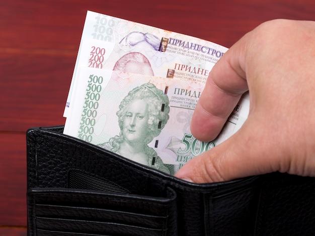 Naddniestrzański rubel pieniężny w czarnym portfelu