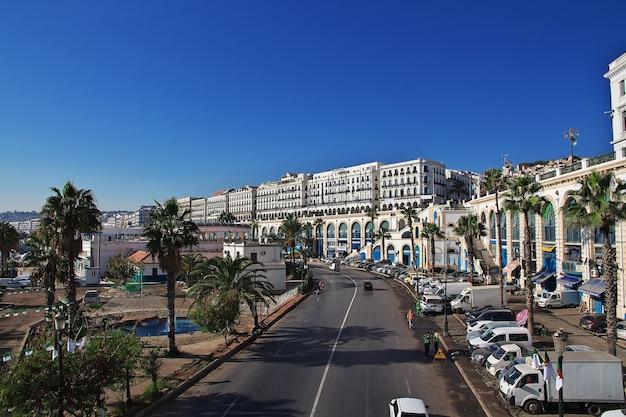 Nadmorski bulwar ernesto che guevara w mieście algieria, algieria