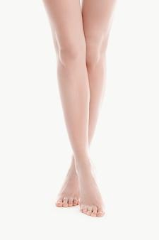 Nagie kobiece nogi, koncepcja pielęgnacji skóry