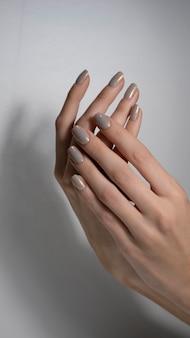 Nagie paznokcie