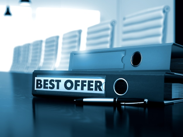 Najlepsza oferta - koncepcja biznesowa na tle stonowanych.