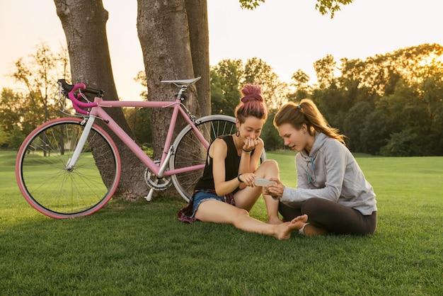 Najlepsze koleżanki z rowerem, zabawy