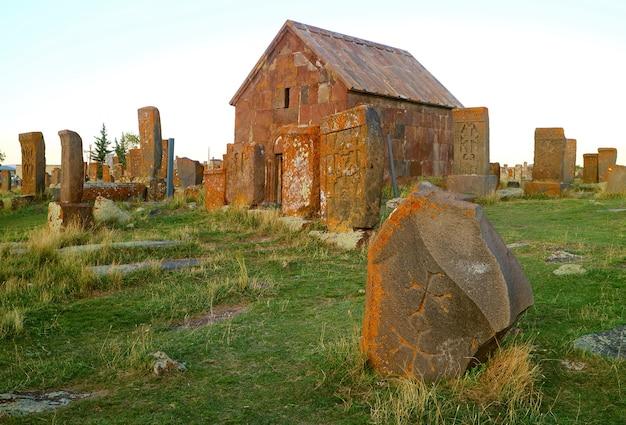 Najstarszy cmentarz ormiański i zawierający największą na świecie kolekcję kamieni chaczkarskich
