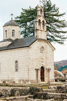Najstarszy starożytny budynek na starówce cetinje, vlaska cour