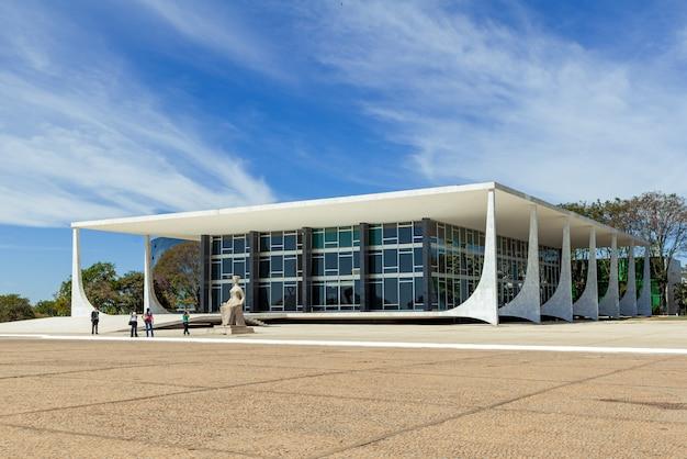 Najwyższy sąd federalny, brasilia, df, brazylia, 14 sierpnia 2008 r. statua sprawiedliwości.