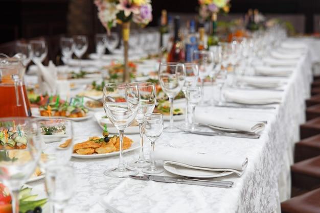 Nakrycie stołu na wesele