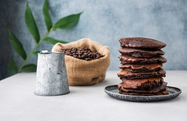 Naleśnik z tłem żywności ziarna kawy