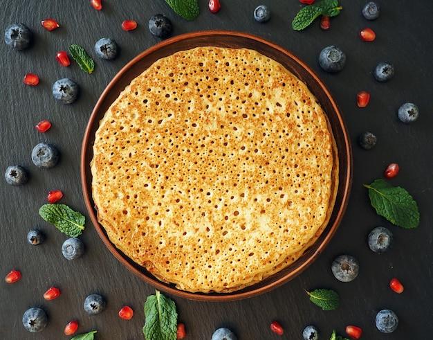 Naleśniki z jagodami - tradycyjne potrawy na ostatki