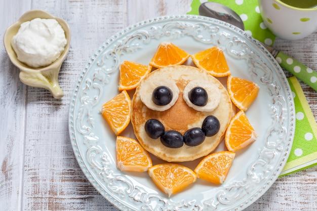 Naleśniki z pomarańczą, winogronem i bananem dla dzieci