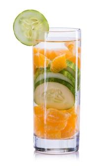 Napar z wody i ogórka i pomarańczy
