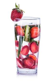 Napar z wody z dodatkiem jalapeno i truskawki