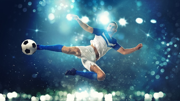Napastnik uderza piłkę akrobatycznym kopnięciem w powietrzu