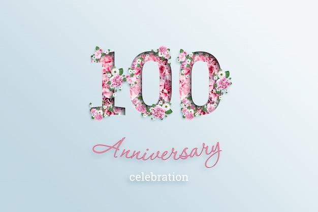 Napis 100 liczba i rocznica święto textis kwiaty, na świetle