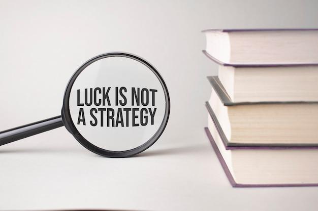 Napis luck to nie strategia jest napisany i księgi. literowanie treści jest niezbędne w przypadku treści biznesowych i marketingu.
