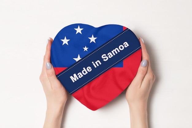 Napis made in samoa flag z pudełkiem w kształcie serca