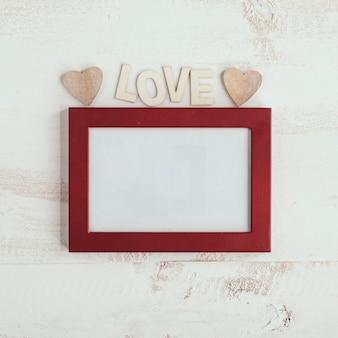 Napis miłosny z czerwoną ramką