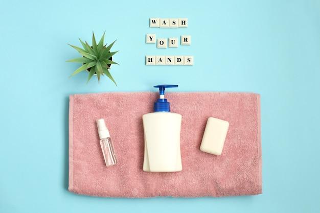 Napis myj swoje ręce środkiem antyseptycznym, mydłem, ręcznikiem