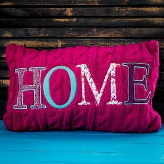 Napis na poduszce do domu