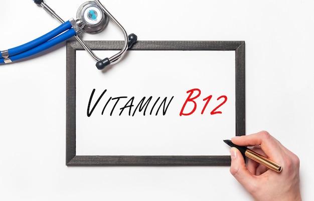 Napis witaminy b12, zdrowie z witaminami.