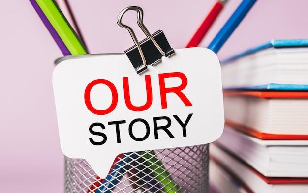 Napisz naszą historię na białej naklejce z powierzchnią biurową