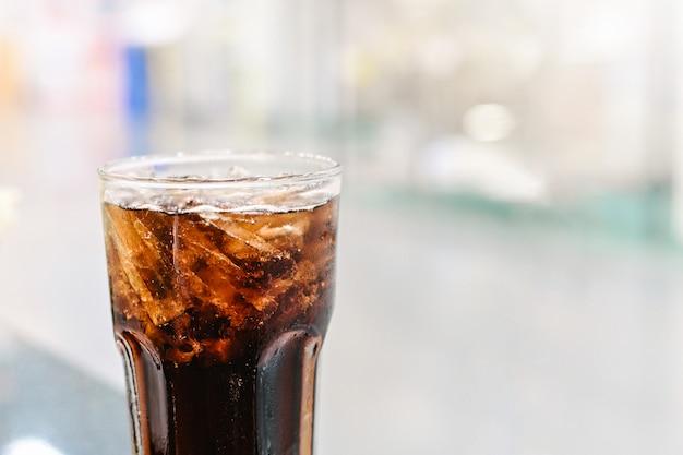 Napój gazowany bezalkoholowy z lodem