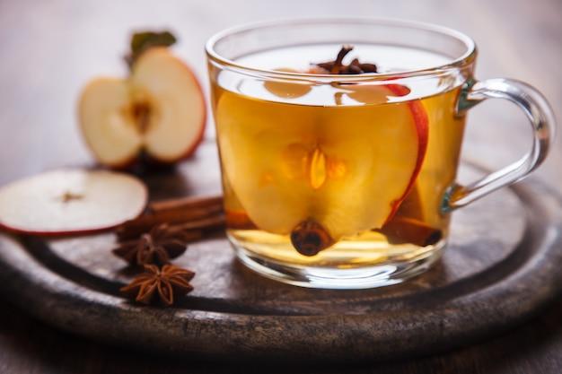 Napój jabłkowy, sok, jabłecznik z przyprawami
