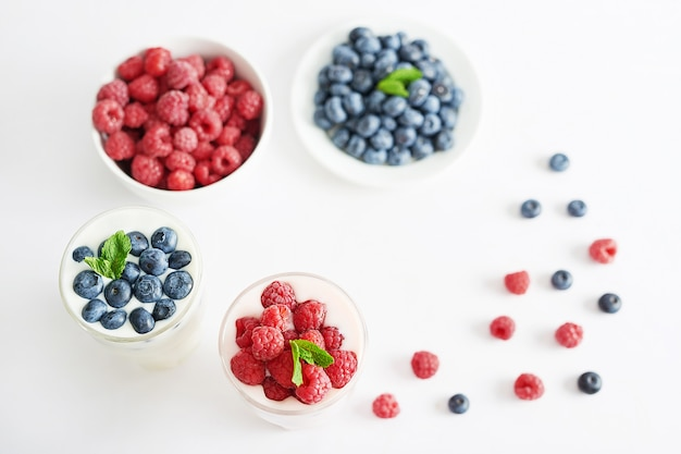 Napój jogurtowy z pysznymi jagodami
