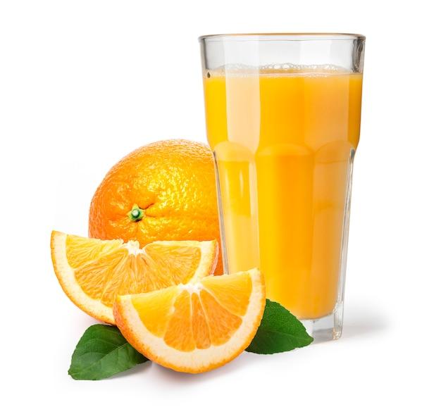 Napój na białym tle szklanka soku pomarańczowego